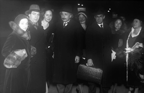 Travelling scientists, Berlin 1930. Albert Einstein leaving for America.