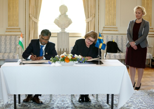V. Ramakrishanan, Director at the Indian Institute of Science Education and Research and Stockholm University Vice-Chancellor Astrid Söderbergh Widding.