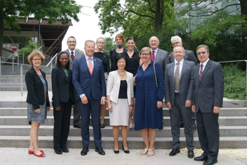 On 6 July the University of Illinois, Stockholm University and KTH met to discuss their strategic cooperation. Centered are the Vice-Chancellors Peter Gudmundsson, KTH, Phyllis Wise, University of Illinois, and Astrid Soderbergh Widding, Stockholm University, together co-workers.