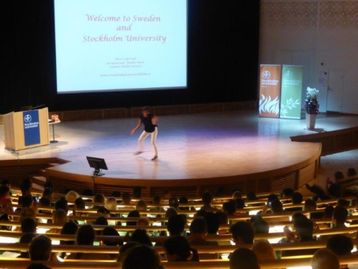 Eliza Cedervall dancing to the tune of one of the musical quiz songs at Orientation Day in Aula Magna